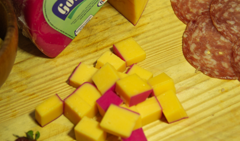 http://opuroleite.com.br/diferenca-queijo-reino-e-gouda/